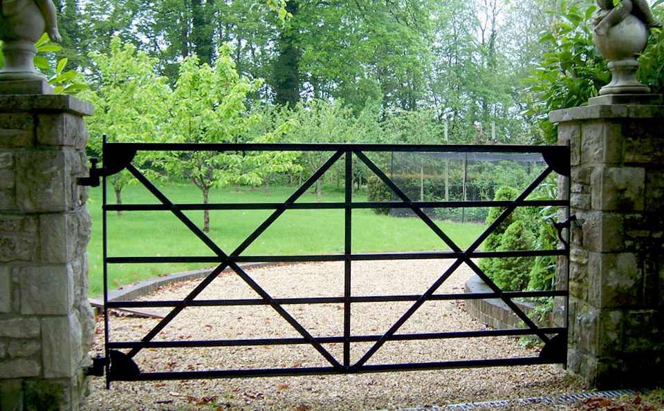 New traditional metal double gates